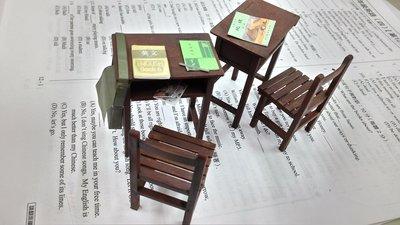 畢業禮物模型完成品1/12 懷舊中學課桌椅2桌2椅(請先連繫勿直接下標)