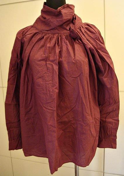 出清大降價!全新 從沒穿過暗紅色造型高領抓皺上衣,低價起標無底價!本商品免運費!
