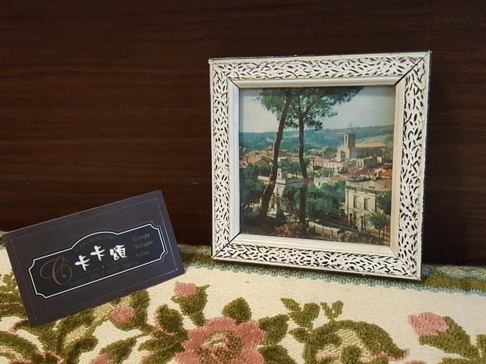 【卡卡頌 歐洲跳蚤市場/歐洲古董】歐洲老件_歐洲 風景 房屋 刷白 雕刻 木框 老掛畫 小掛畫 家飾 pa0163