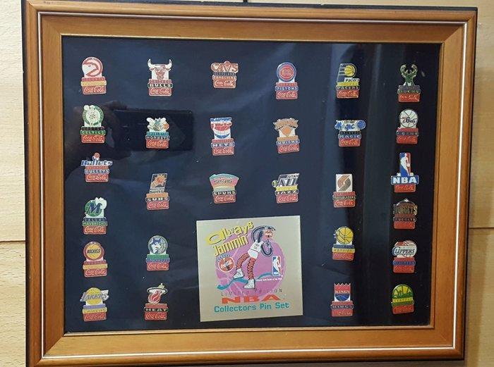 《金塊》可口可樂×NBA 限量聯名胸章 復古 別針 Coca-Cola ALWAYS JAMMIN' 典藏 絕版 收藏品 含框 徽章