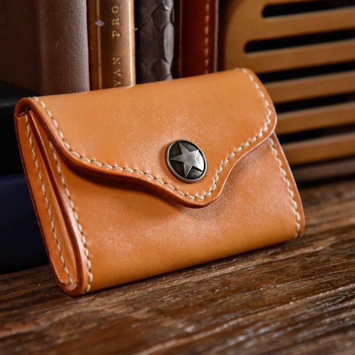 ~皮皮創~原創設計手作包。手工頭層植鞣皮小錢包真皮駕照包卡包一體包里外牛皮按扣零錢包