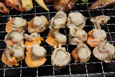 【烤肉系列】來點不一樣的~烤小帆立貝(肉)/ 約300g~肉質Q彈口感鮮甜~愛吃幾顆就串幾顆~吃扇貝肉串不用到夜市人擠人