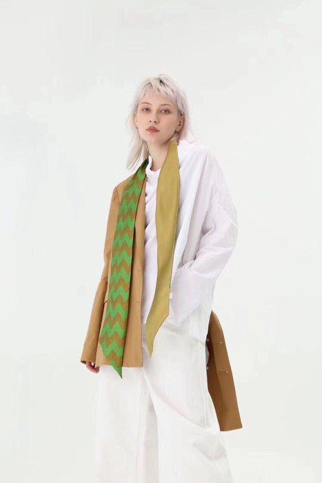 (輕舞飛揚)熱自帶機理的幾何圖案加這配色領巾,高級雙層真絲斜紋絲巾