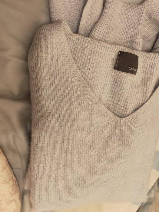 正韓 韓國 9.5成新 天空藍 V領 毛衣  原價1000以上 直購價290不含運費