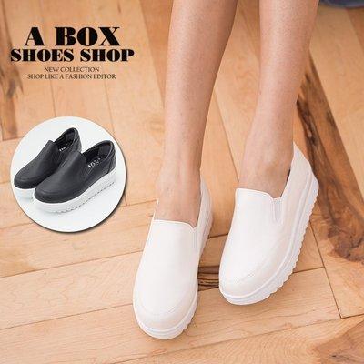 格子舖*【KT615】MIT台灣製 韓版皮革舒適柔軟乳膠墊 4.5CM厚底鬆緊穿拖 休閒鞋 懶人鞋 2色