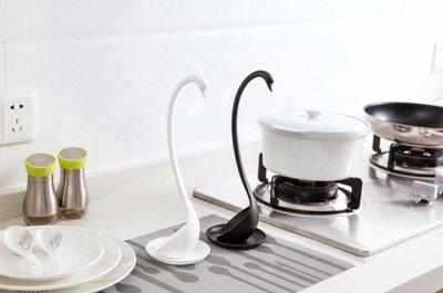 Q朵米-日本代購超人氣天鵝站立湯勺 湯匙附盤子 美化廚房 藝術 交換、結婚、聖誕禮物