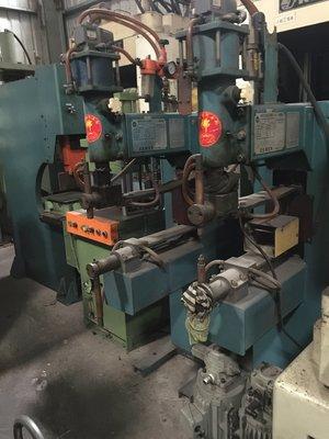 世鑫油壓中古機械買賣 日立空壓足式點焊機40KV 狀況佳!!