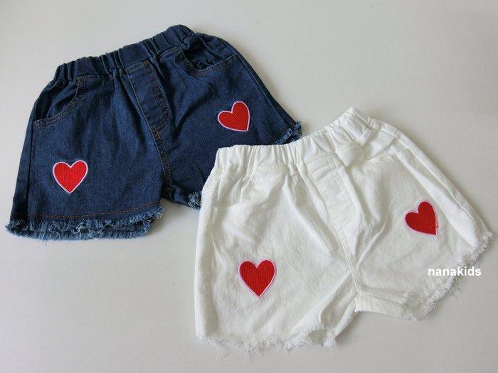 出清夏日款。女童裝。韓版紅愛心造形牛仔短褲 (白色/藍色)(5-15號)現貨~nanakids娜娜童櫥