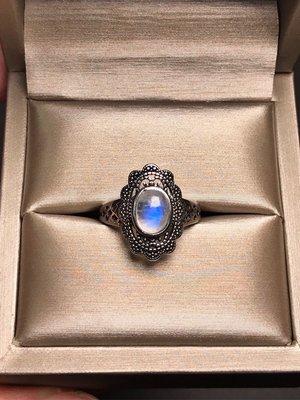 天然月光石戒指 透體藍光藍月光石925銀復古仿舊鏤空雕花活圍戒指 飾品配件《舒唯水晶》