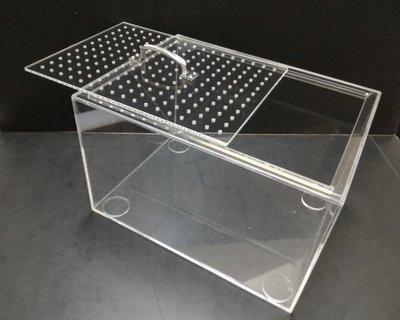 板厚度5mm 寬x40,長x30,高x25CM, 四面無進氣孔,加防水處理,不漏水,上方做可提起式門板加透氣孔 ( 附手