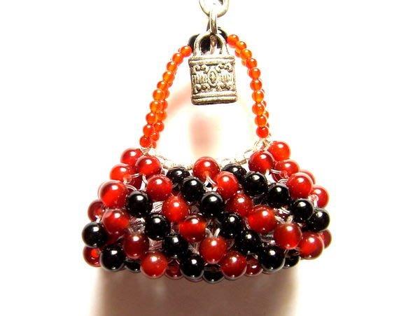 小風鈴~限量手創商品天然頂級紅瑪瑙黑瑪瑙(紅玉髓)(黑玉髓)貴婦包造型手機吊飾!