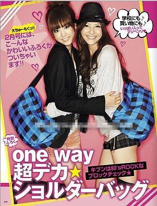 日本流行款 ONE WAY藍黑格紋斜背包 水餃包 書包 仿水 大容量