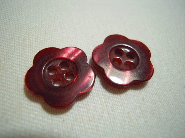 ※布箱子※ 縫紉拼布手作配件~梅花扣子.鈕扣.釦子(DT299)~四孔~14mm~剩最後2個