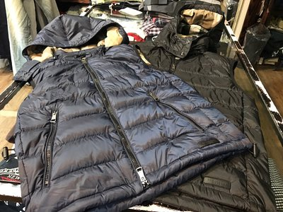 黑標英國 Burberry  男羽絨帽可拆背心 ( 黑 M / XL,  ) 14500含郵
