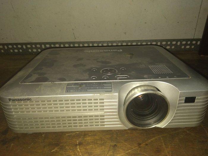國際牌投影機 PT LC75U 。功能正常,畫面有一點模糊,當零件機賣。