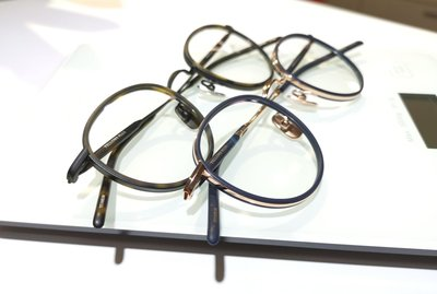 #YELLOWS_PLUS #CURTIS #水滴圓型 #46口23 #日本製造 #手工眼鏡#整支純鈦金屬1. #霧黑色鏡框_霧玳瑁色墊圈