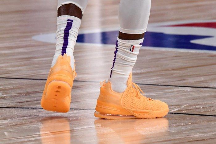 """沃皮斯§ Nike Lebron 18 """"Sisterhood"""" 哈密瓜 總冠軍戰靴 男女鞋 DB7644-801"""