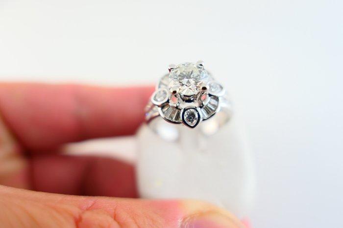 [吉宏精品交流中心]1.00克拉 南非天然鑽石 白K金 豪華 造型 戒指(附證書)