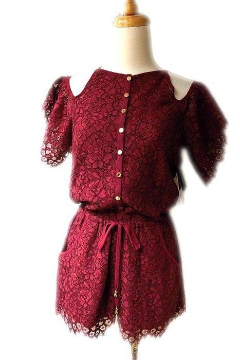 *Beauty*Juicy couture暗紅色蕾絲露肩短袖連身褲 XS號 4000元 WE17