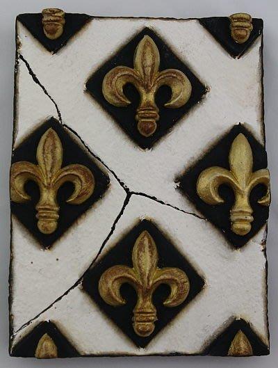 點點蘑菇屋{岩磚畫璧飾}皇家徽章 金色小菱格  壁掛/單片 復古 立體浮雕 掛飾 鄉村雜貨