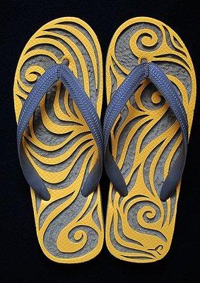 休閒鞋海灘鞋夾腳拖鞋涼鞋像版畫模板又似木雕刻的橡膠雕刻文創藝術品009【心生活美學】