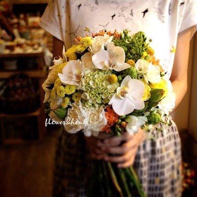 【Flower&House花藝之家】F55。白綠黃色系。新娘捧花。拍照手綁花。台北自取【Flower&House花藝之家