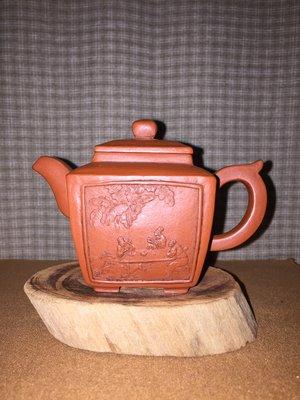 早期紫砂壺—四方堆泥款式,泥料:老朱泥,獨孔出水,空壺容量約120CC