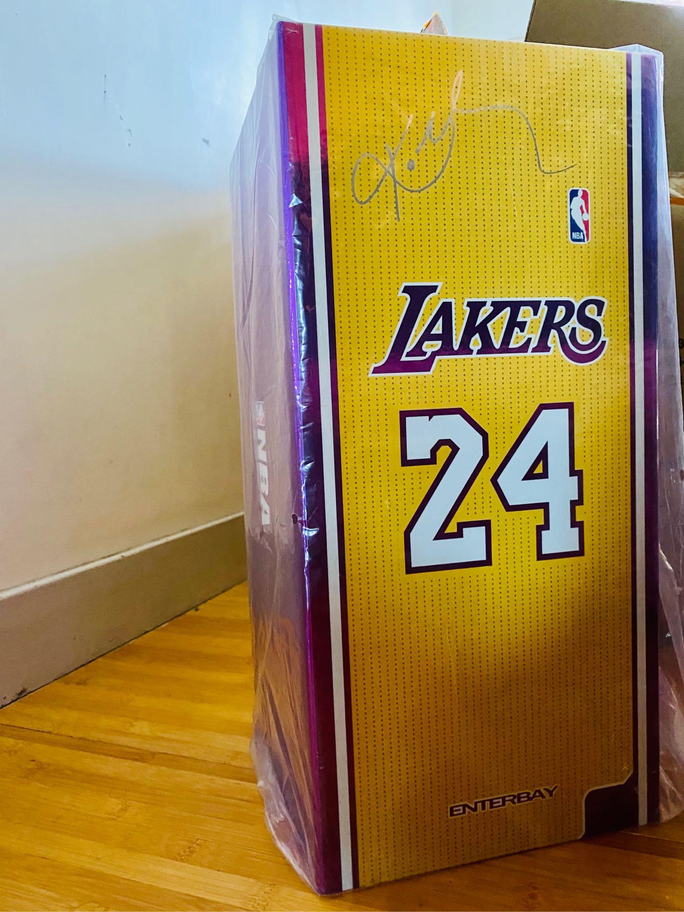 ENTERBAY Real Masterpiece: NBA 1/6 Kobe Bryant 人偶 公仔 全新未拆
