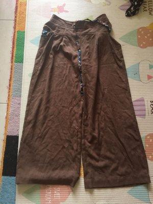 *衣服買二送一*Prefer 咖啡色寬版7分褲