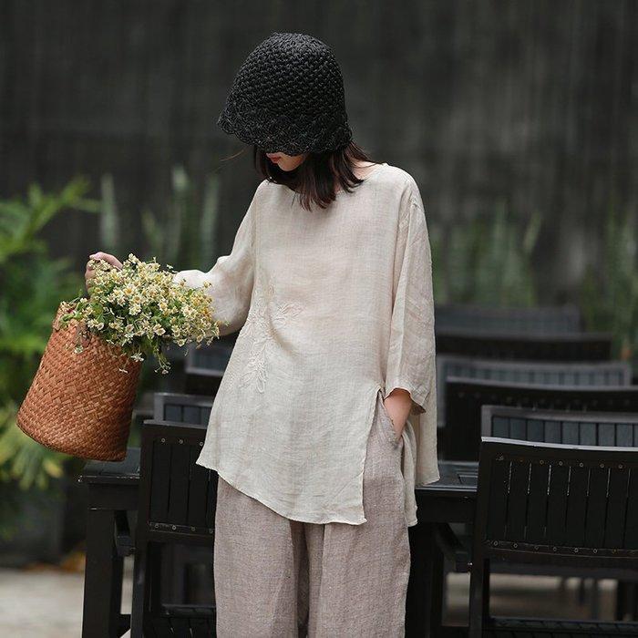 【鈷藍家】棉麻臆想 夏新品玉樓兩色輕薄苧麻刺繡襯衫七分袖寬鬆下擺開叉繡花上衣