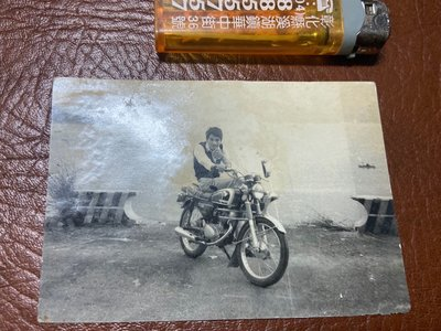 阿公的舊情人 古董 本田機車 黑白照片