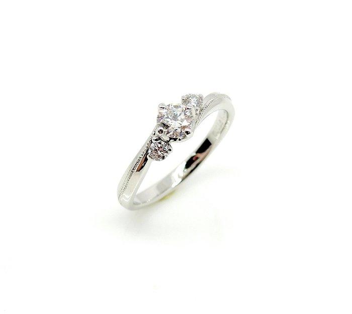 【JHT 金宏總珠寶/GIA鑽石專賣】0.30ctGIA天然鑽石女戒/E-VS1/材質:PT900(R2801)