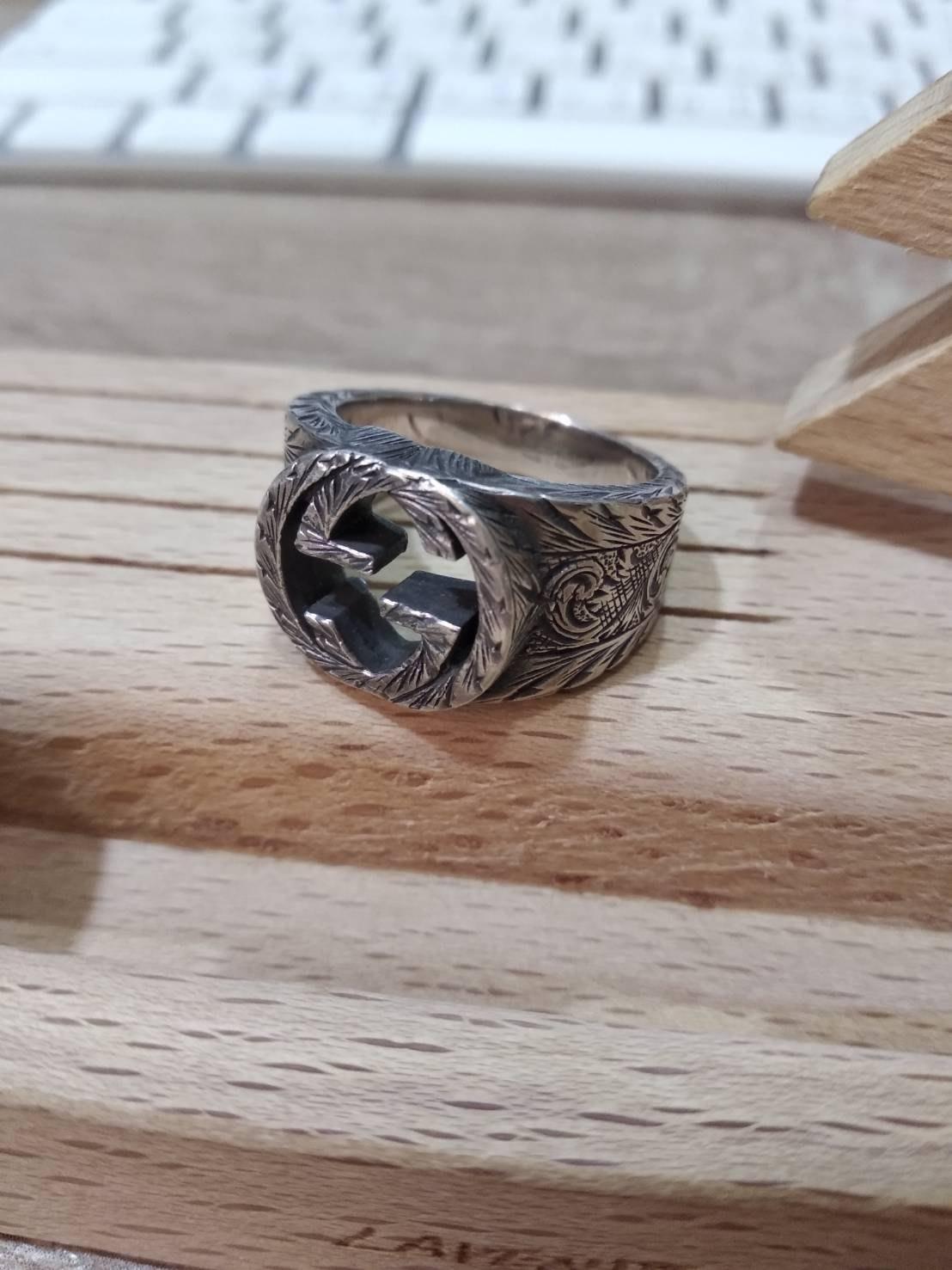 Gucci 寬版做舊銀飾戒指.Ag 925.雕刻.可參考cartier