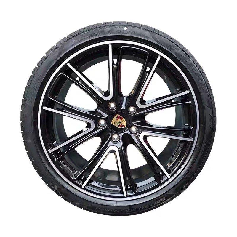 正Porsche原廠Panamera 21吋 Exclusive Design輪圈施以金屬墨玉黑烤漆與輪胎