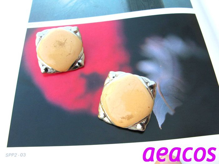 AEACOS@古董 古著 vintage retro MODs 摩登 普普 前衛 柔軟粉橘 琺瑯 幾何 方形 針式耳環