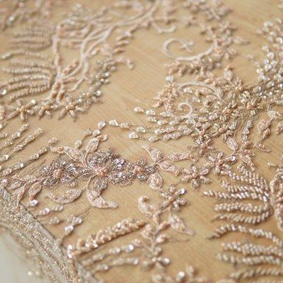橙子的店 W196進口重工金線刺繡珠管亮片定位繡花軟網紗蕾絲婚紗禮服布面料
