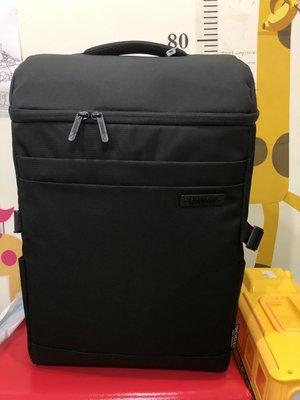 【全新含運】【AT美國旅行者】Scholar簡約都會筆電上掀蓋筆電後背包15.6吋(黑)