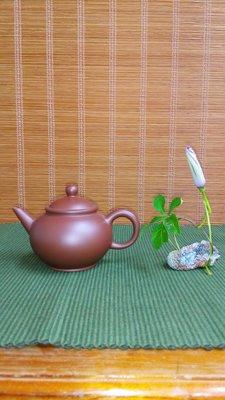 (店舖不續租清倉大拍賣)吳振達先生--紫砂標準壺,員價15800元特價7900元