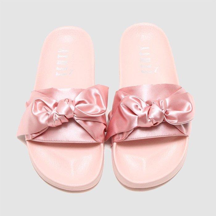 【QUEST】PUMA FENTY 緞帶 蝴蝶結 粉紅 雷哈娜 拖鞋 365774 03