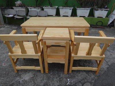 A052{崙頂傳統原木家具行}~杉木實原木桌+花架+2張杉木扶手靠背椅