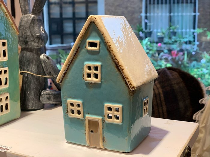 *黑頭小羊雜貨小舖*日本帶回zakka~白屋頂湖水藍小房子燭台/陶瓷歐風小房子燭台裝飾/歐式陶瓷小屋