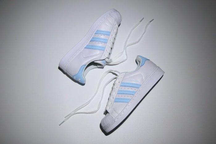 免運【日貨代購屋】最新 日本代購 ADIDAS ORIGINALS SUPERSTAR 粉藍 白 滑板鞋 女鞋 搶手