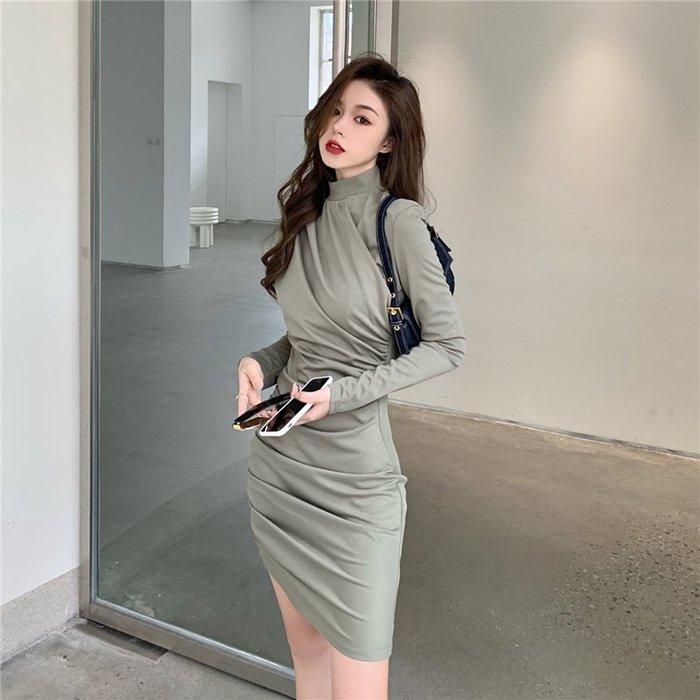 時尚設計款半高領連身裙 抓褶小立領高腰長袖洋裝 艾爾莎【TAE8581】