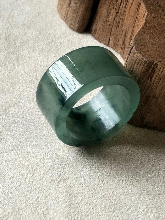 就愛翡翠♥冰種帶底色漂綠花扳指