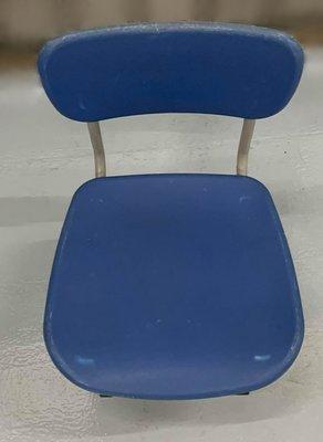 台中二手家具 大里宏品二手家具館 F112618*藍色兒童椅* 二手各式桌椅 中古辦公家具買賣 會議桌椅 辦公桌椅