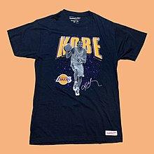 JCI:限量款式 NBA 洛杉磯湖人隊 x Mitchell & Ness KOBE 退役現場版紀念短T / M&N
