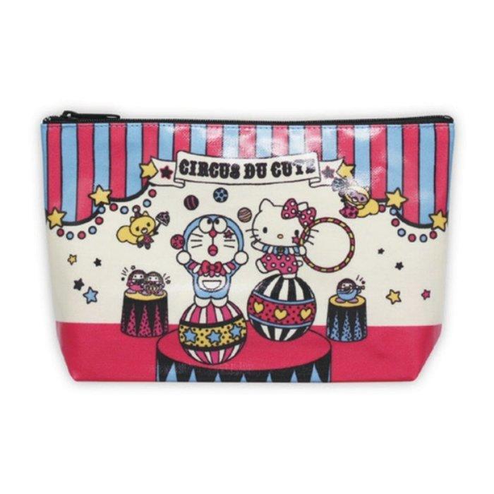 【秘密閣樓】日本三麗鷗 凱蒂貓X哆啦A夢 馬戲團 化妝包 收納包 筆袋 日本代購
