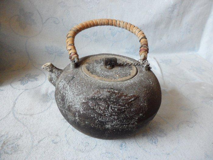 紫色小館35--------老件-錫合金壺