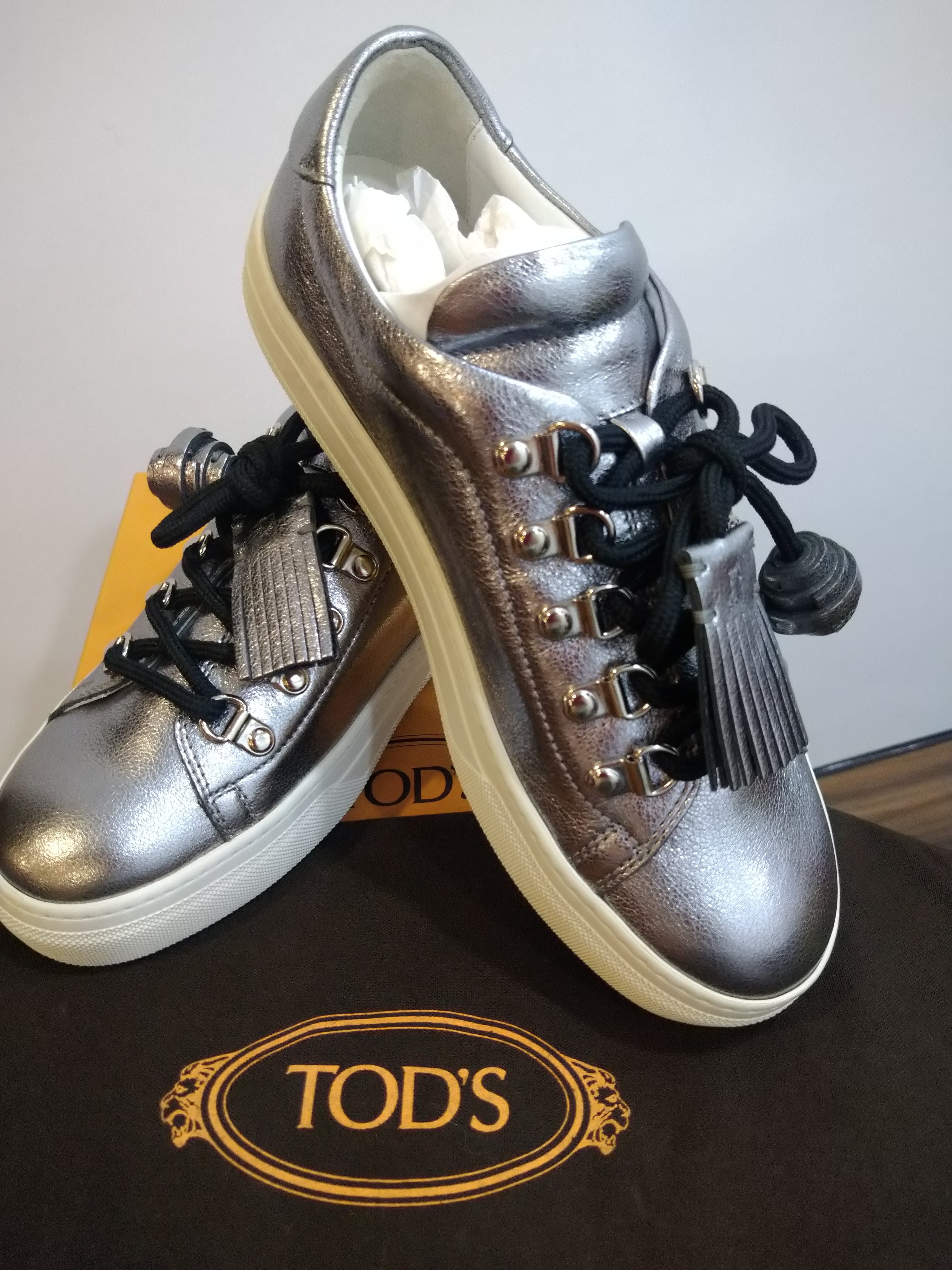 TODS銀色牛皮鞋帶膠底休閒鞋/平底鞋/潮鞋(37號 )~~全新品出清