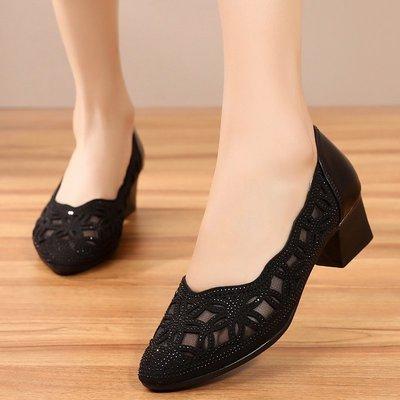 柒柒KR 正韓夏季鏤空媽媽鞋真皮女軟底透氣網紗洞洞鞋中老年中跟粗跟女式涼鞋